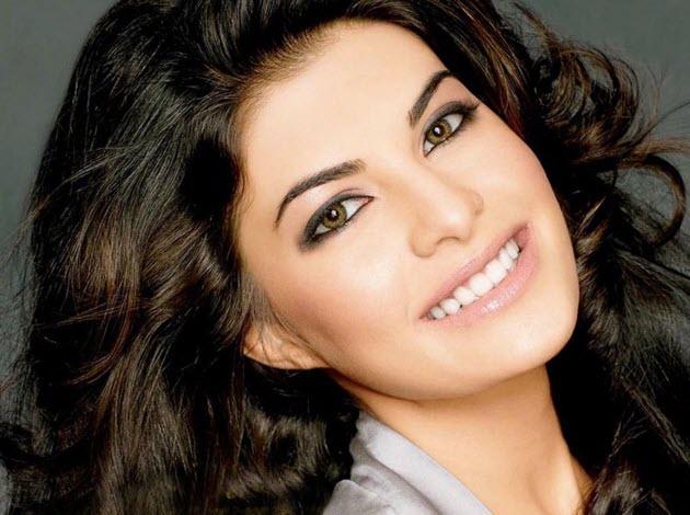 Smiling-Face-Jacqueline-Fernandez-HD-Pictures