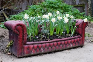 recycled-furniture-garden-10
