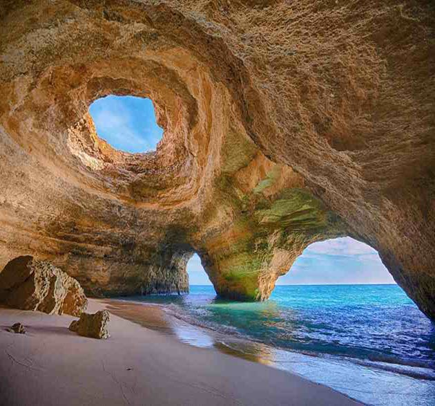 Breathtaking-Caves-14