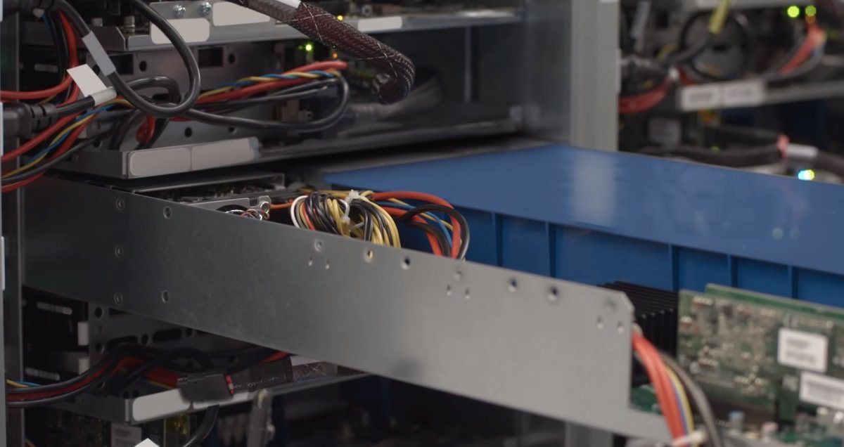 google-custom-designs-the-servers-to-be-compact-and-energy-efficient